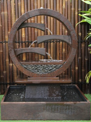 Wagon Wheel Fountain - Rust